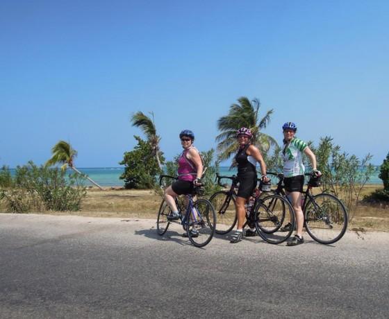 Voyage à vélo route Cuba camp de base Holguín